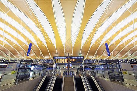 浦东机场候机大厅图片