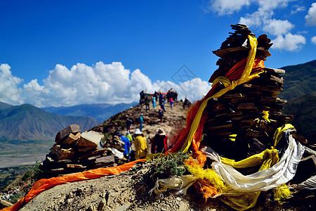 最美川藏线上的哈达和玛尼堆图片