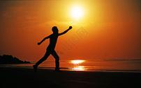 追太阳的人图片