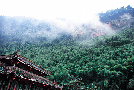 雨后青山寺庙图片