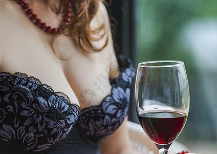 女人与红酒图片