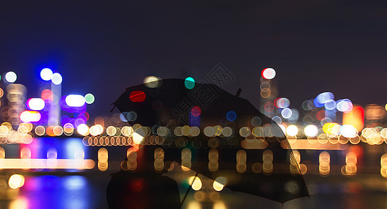 城市霓虹灯与孤独背影图片