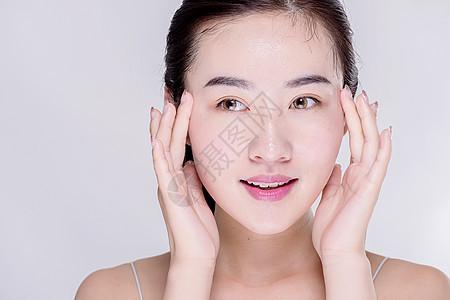 女生保养皮肤图片