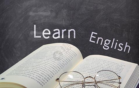 学习英语黑板和书图片