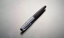 一支钢笔图片
