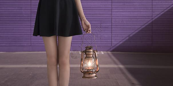 手提马灯的可爱女孩图片