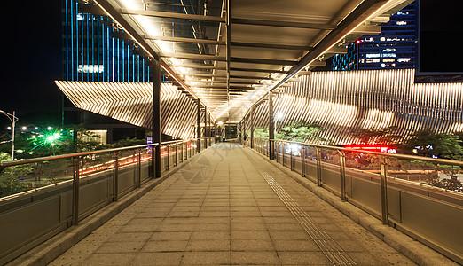 城市人行天桥夜景图片