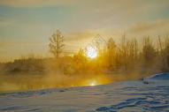 雪地日出图片