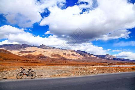 荒原旷野骑行公路素材图片