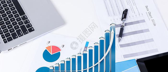 办公桌上的地图图片