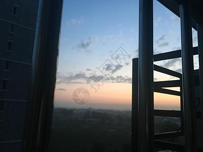 窗户外的风景高清图片