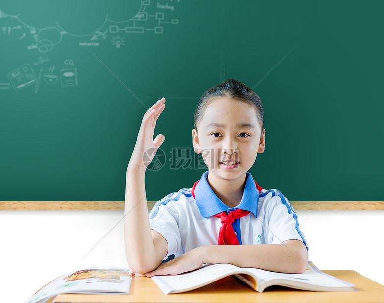 举手回答问题的学生图片