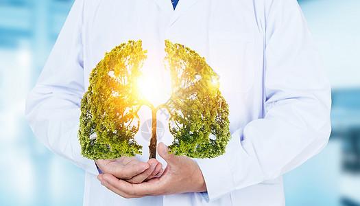 医生手托着肺形状的树图片