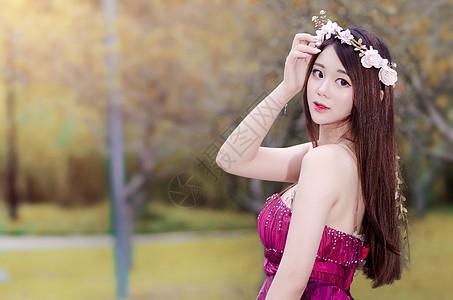 红裙桃花长发香肩清新美女模特图片