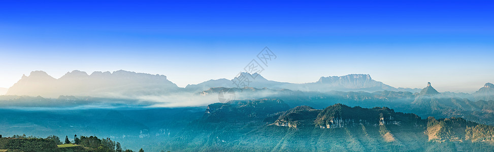 云雾群山图片