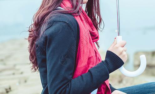 打伞的姑娘图片