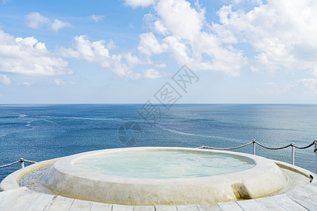 巴厘岛悬崖浴缸图片