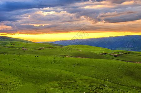 新疆特克斯草原日落火烧云图片