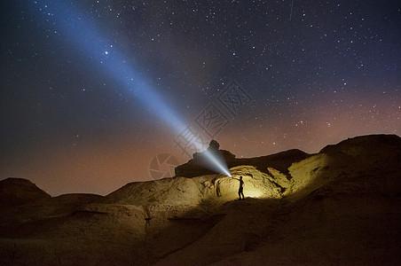 新疆克拉玛依魔鬼城雅丹星空夜景图片