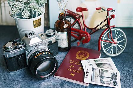 照相机、护照、照片等旅游元素图片