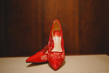 红色的鞋子图片