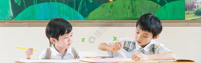 青春活力的小学生图片