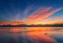 洱海清晨的彩霞倒映水中图片