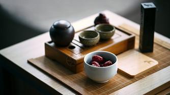 茶杯茶具与红枣图片