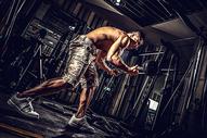 健身房健身人像图片