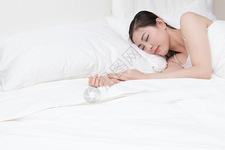正在睡觉熟睡的年轻美女图片