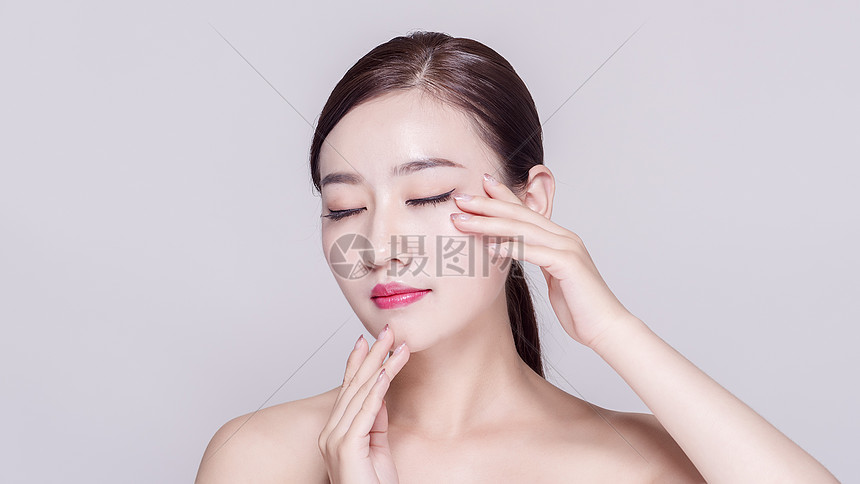 美女的妆容图片