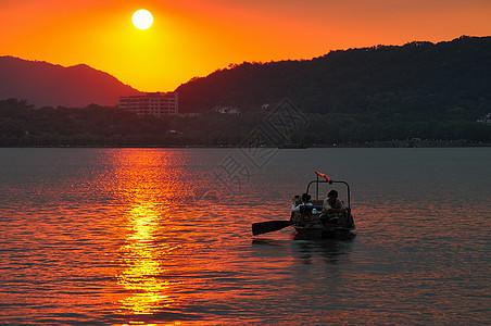 西湖夕阳游船图片