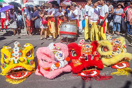 旅行中看到的中国元素舞龙在唐人街图片