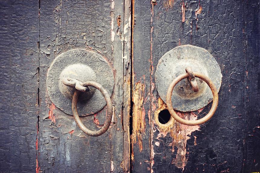 中国元素铜锁大门图片