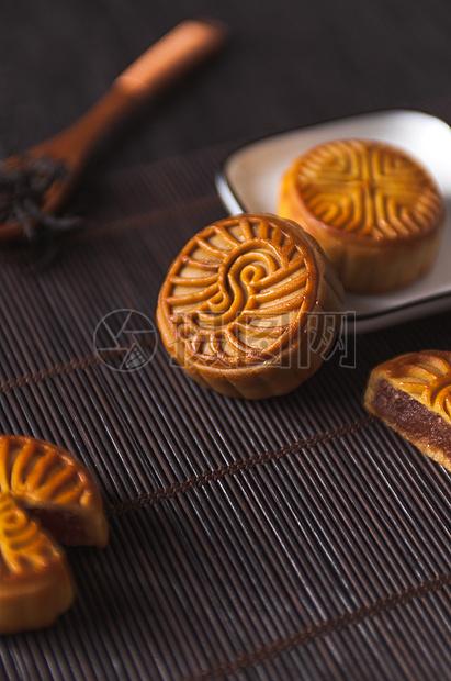 精致的中式美食月饼图片