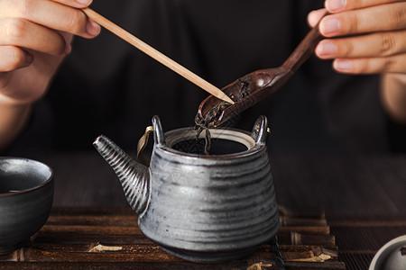 功夫茶 茶叶与茶壶图片