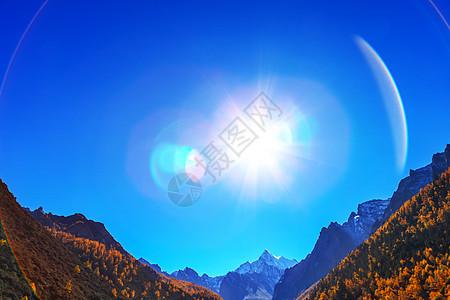 蓝天太阳雪山杨树图片