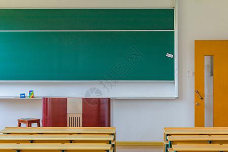大学校园教室黑板讲台高清图片
