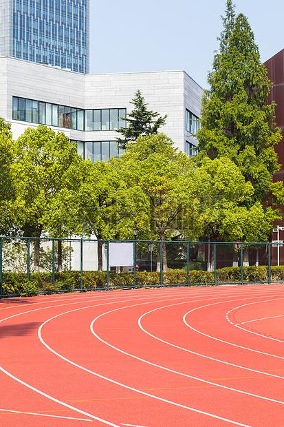 大学校园操场跑道
