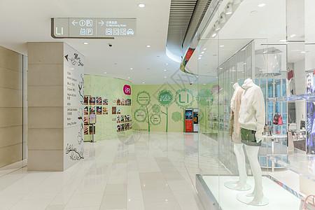 大气时尚商场女装店铺图片