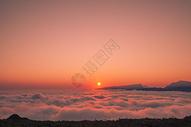 夕阳晚霞时的云海图片