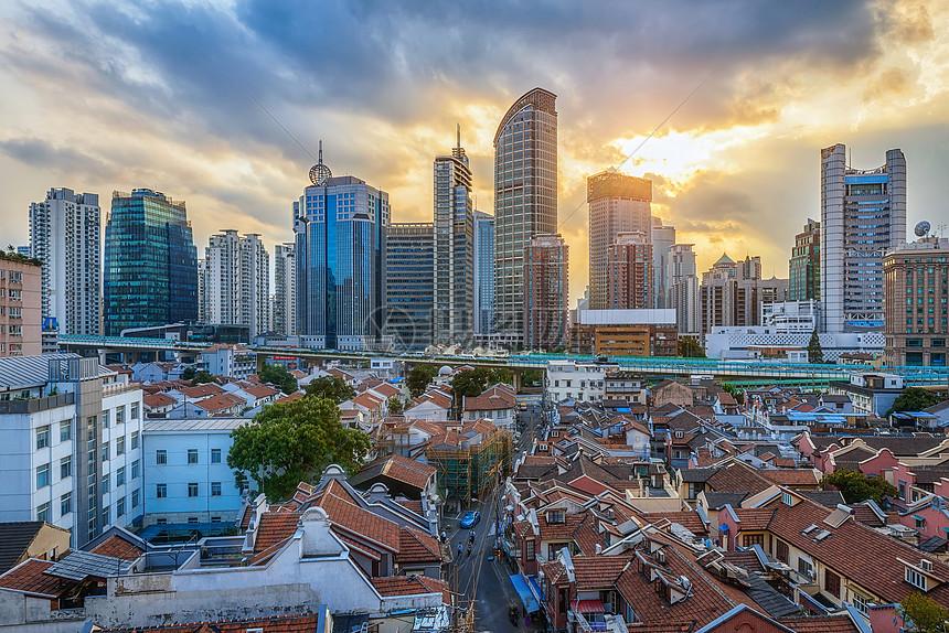 上海老城区和新城区交汇的城市风光图片