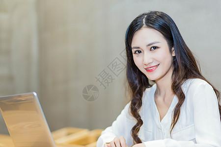 电子商务女生图片