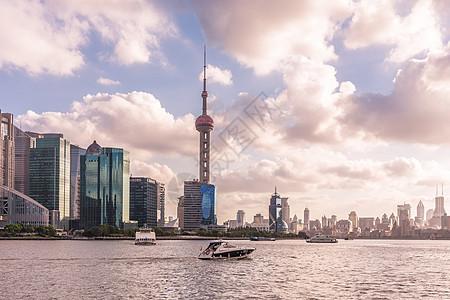 黄昏下上海地标东方明珠图片