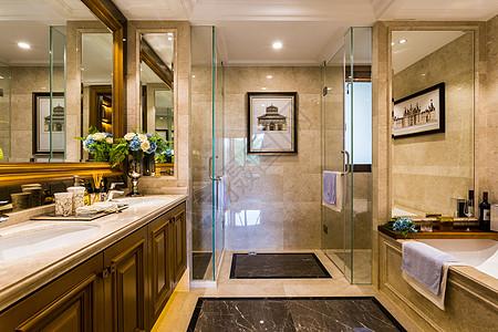 宽敞明亮的卫生间图片