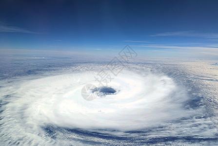 空间站看台风图片