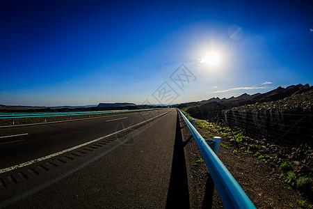 新疆哈密地区公路美景图片