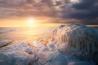 冬天的冰雪融化震撼美景图片