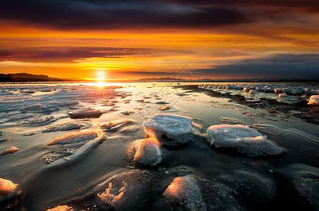 夕阳下的海冰风景图片