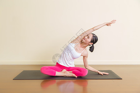 室内瑜伽女性运动图片